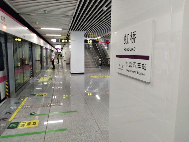 駅自体はどの都市でもだいたい同じデザインなのでつまらない