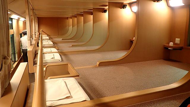 「座席」だけど「ノビノビ」。寝台車のサンライズ瀬戸・出雲がほこる今もっともわくわくする電車の席をご紹介します。
