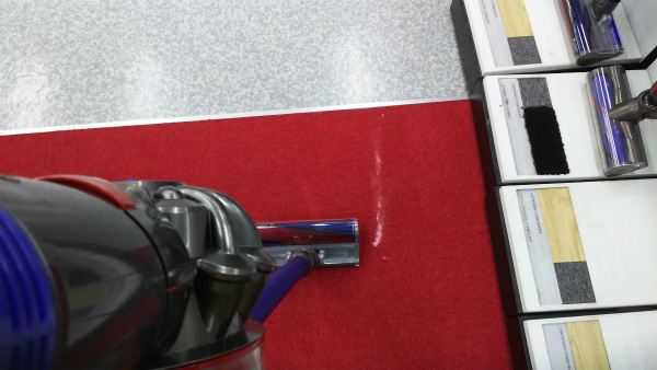 ダイソンの掃除機はフィルターや紙パックなどがなく、ほこりやゴミが詰まる設計になっていないため、吸引力が変わらないらしい。