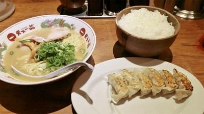 これが宮城さんの引っ越し祝い定食。能登さんと帰りに食べて帰った。