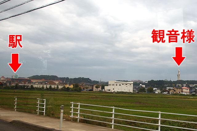 駅には平和堂(西日本に多いスーパー)の看板が。
