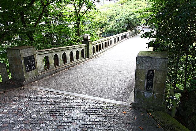 ただの石の橋、黒谷橋。