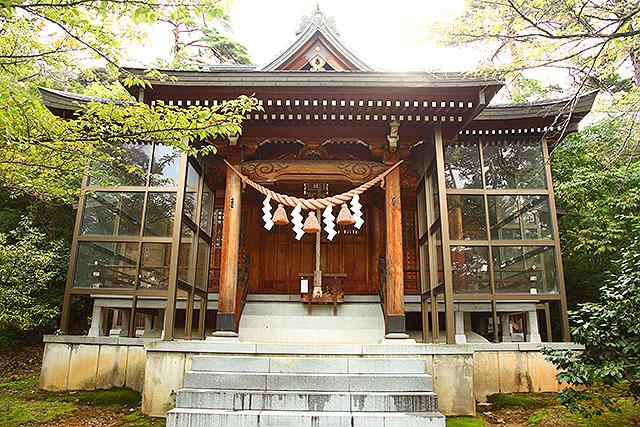 防御力高そうな神社。