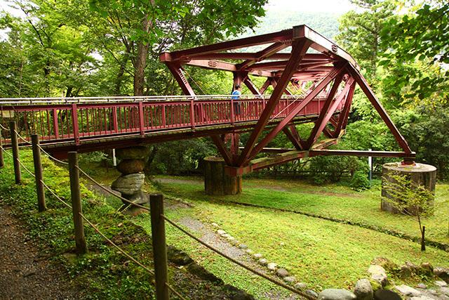 こんな橋、初めて見たわぁ。