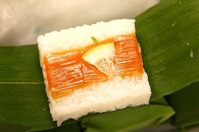 鮭。わたくし、実は押し寿司が大好きです。