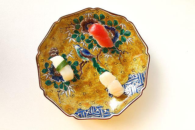 『寿司で「イングレス」の説明をしたい』で使った九谷焼の皿。