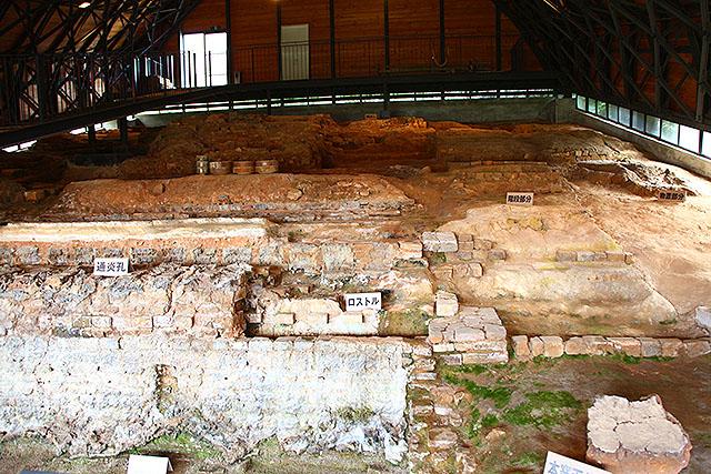 大きな登り窯跡。300年前、ここで名品が作られていた。ロマンですな。