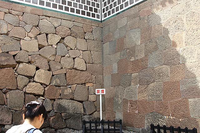 左の石垣が急に雑になってて面白かったとこ。