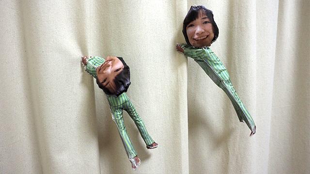 左が糸で縫い合わせた1体目、右が布用ボンドできれいにつくった2体目。離れたら全然分からなかった。