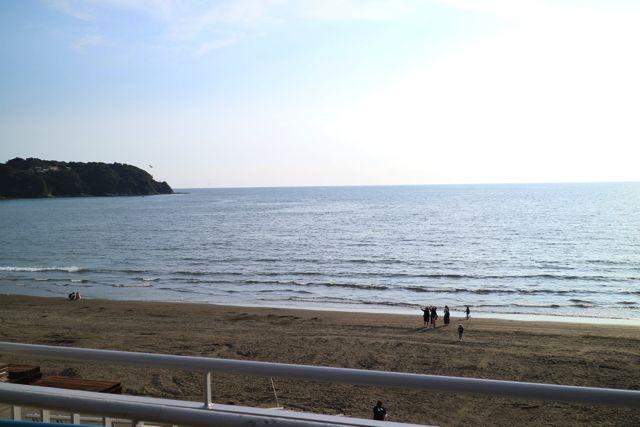 新江ノ島水族館の目の前には相模湾が広がっている