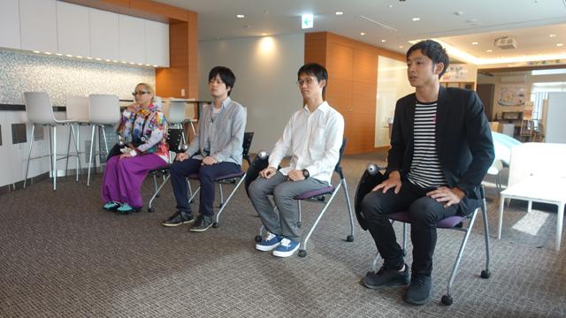 右から、大学の時の友人鈴木さん、大学の時の友人中野坂さん(仮名)、職場の同僚佐藤さん、Facebookの投稿を見て来てくれたほりたさんである。参加者同士の面識はほとんどない。今日、友達が減りませんようにと祈った。