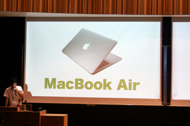 Macbook Airだ。
