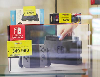 Nintendo Switchが普通に売っていたけど高かった!(63000円くらいする!)