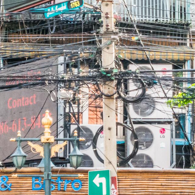 いわれて気がついたが、たしかにタイに巻きだめ多かった。これはバンコクで撮ったもの。