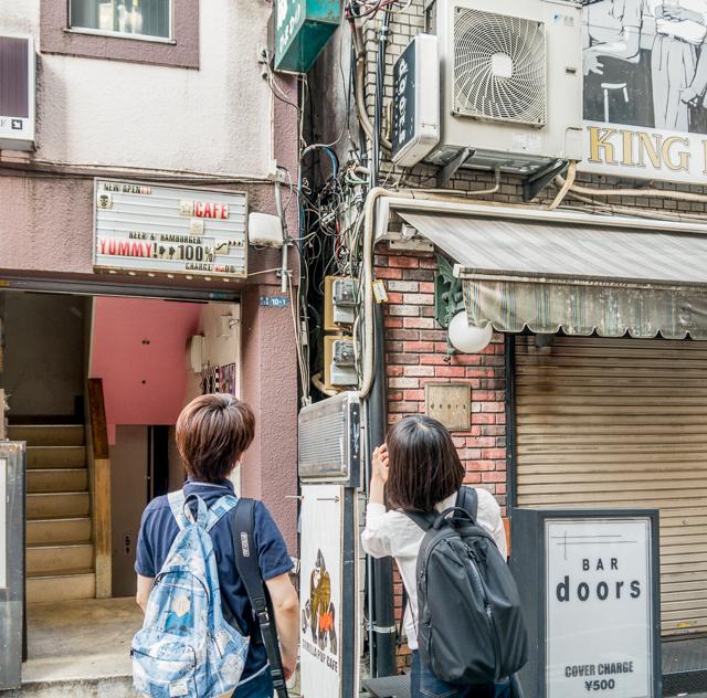 新宿では、他の「電線の堅牢さと人間のてきとうさの折り合いっぷり」を愛でてまわりました。