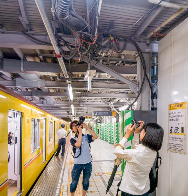 「工事中の駅って電線たくさん見られていいですよねー!」