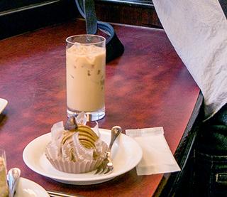 後で気がついたが、くだんの喫茶店でぼくはモンブランを注文していた。電線の影響を受けていたんだと思う。