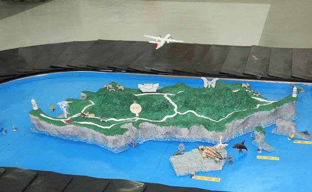 荷物引き取り場のジオラマ。こんな感じの島です。