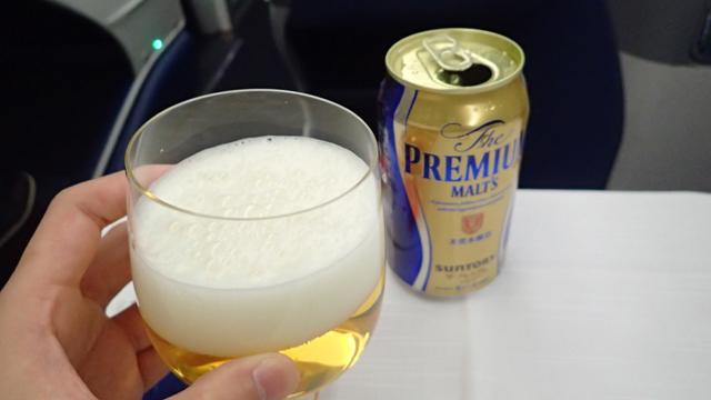 ビールもガラスのグラス。しかもなんか薄い