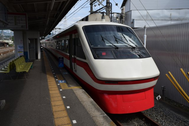 東武鉄道 特急りょうもうに揺られること1時間半(赤のストライプがかわいい)