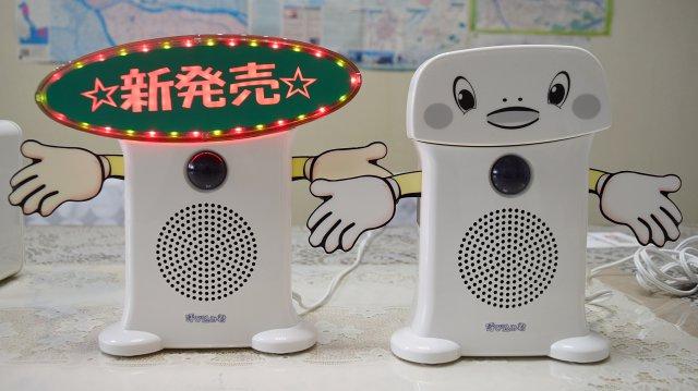 左:LED付き29,800円、右:LED無し 21,800円。手が「寿司ざんまい」なのは偶然です。