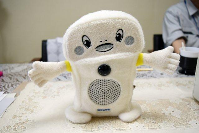 ぬいぐるみバージョン。人感知センサーはダミーだが、中に音声再生ボックスを入れることができる。