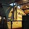 沖縄唯一の釣り堀酒屋は本物の漁船が刺さっている
