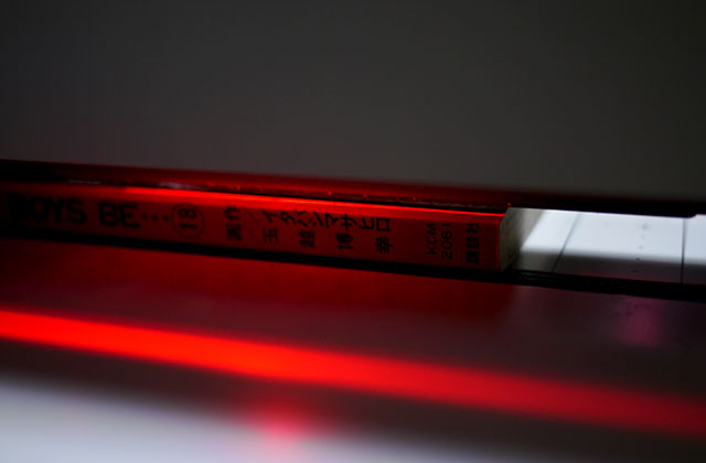 写真じゃ分かりづらいですが「ここが切れまっせ」という目印が赤いLEDライトで表示されています