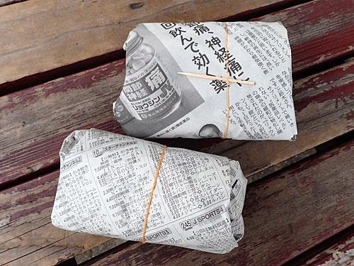 新聞紙に包まれている食べ物、すごい久しぶりのような気がする。