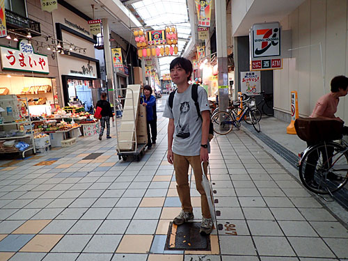 東京出身で大阪在住のライター、スズキナオさん。