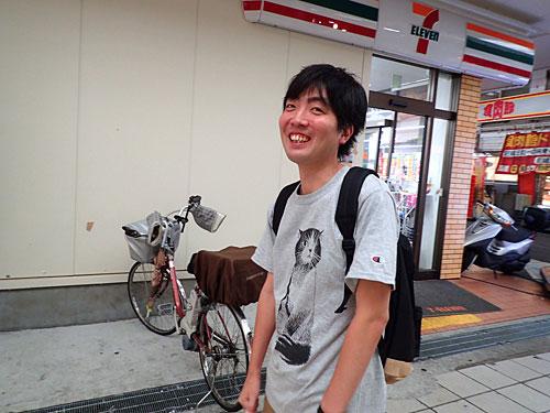 「いやいや、まさかJRと阪神の尼崎駅がこんなに離れているとは」と照れくさそうなナオさん。