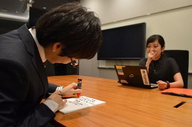 米田さんの目が笑っていない