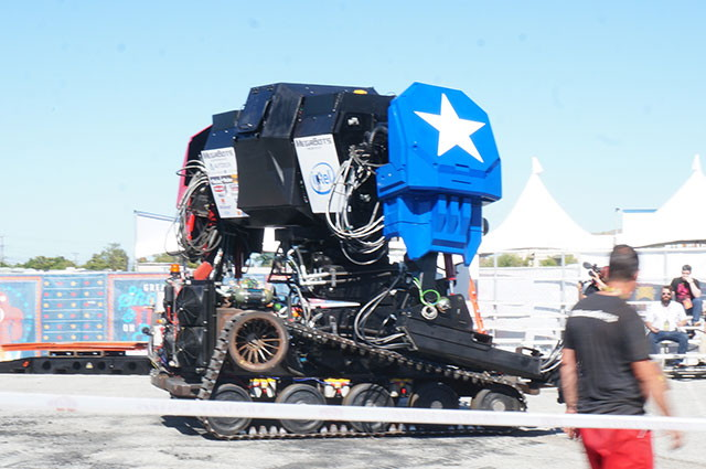 This year there was such huge robots like this.