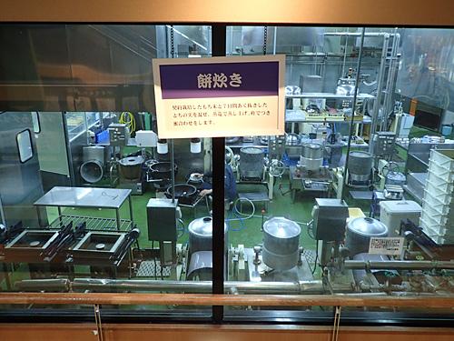 さらには城内にガラス張りの工場まで完備。時間帯によっては稼働しているところが見られるようだ。
