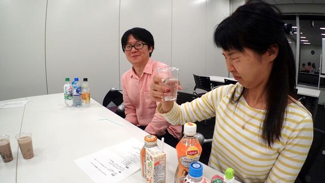 一瞬「ウッ」と声を漏らした橋田さん。