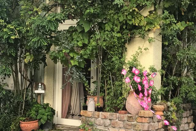 庭の雰囲気を壊さず祭り感を醸し出すことができる、ガーデニング一体型