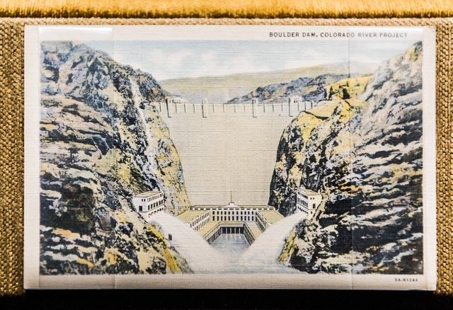 フーバーダムの建設史とともに展示されていた、昔のダムのスーベニアたち。