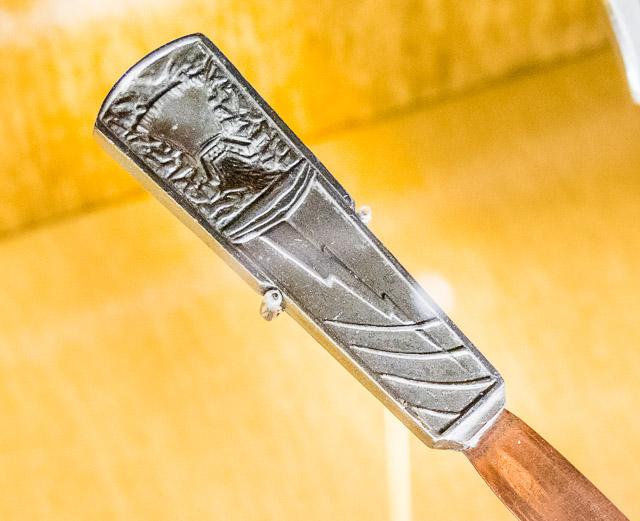 フーバーダムと稲妻がデザインされたペーパーナイフ。すごくよく切れそう。