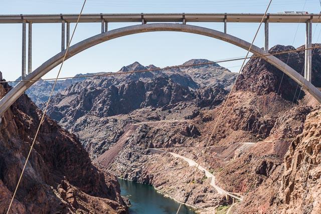 たとえば下流にかかる橋の向こうとか、つくづくすごい。こういう風景いままで見たことない。