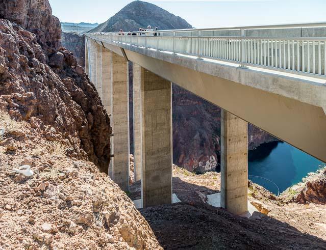 これが下流に見えていた橋。調べたら大林組によるものだそうだ。