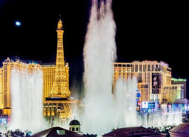 一番有名なのは「ベラージオ」の噴水。音楽に合わせて噴水ショーが行われる。