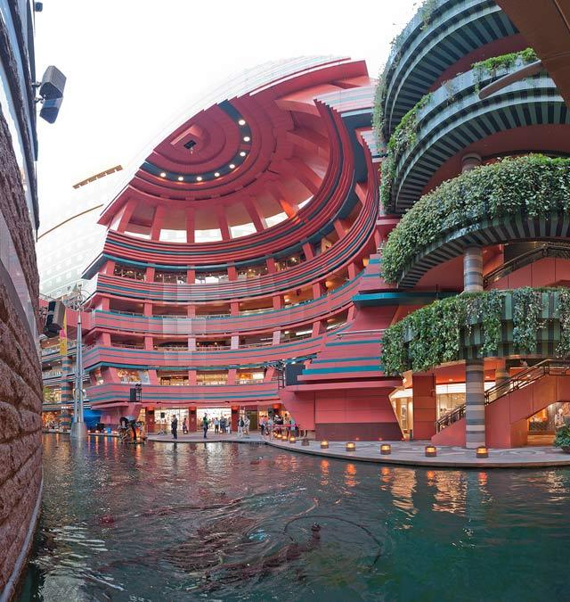 キャナルシティ。ここの噴水ショーは一見の価値あり(残念ながらショー最中の写真撮ってませんでした)。ベラージオのショーを見て「キャナルシティのすごいやつ版だ!」って思ったぐらい。