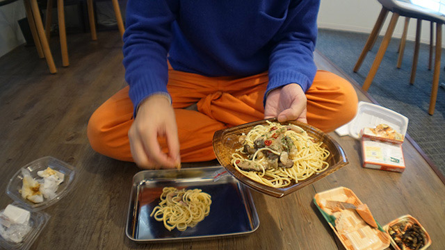 和食でなく洋食はどうか。たとえばスパゲッティは大昔もともと手で食べられていたらしいのだが…