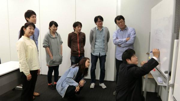 受講者の皆様。特にライターの萩原さんはコーラが好きらしいのでもってこいである。