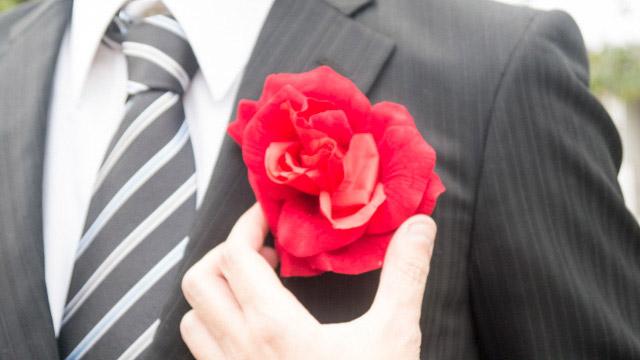 胸に咲いたバラ