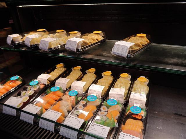 ウィーンのスーパーの惣菜コーナーにもSUSHIやGYOZAがあった