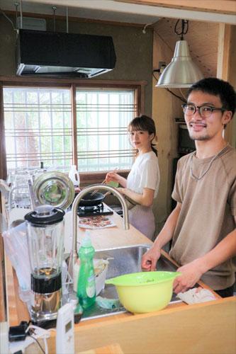 貴寛さん(右)と香菜さん