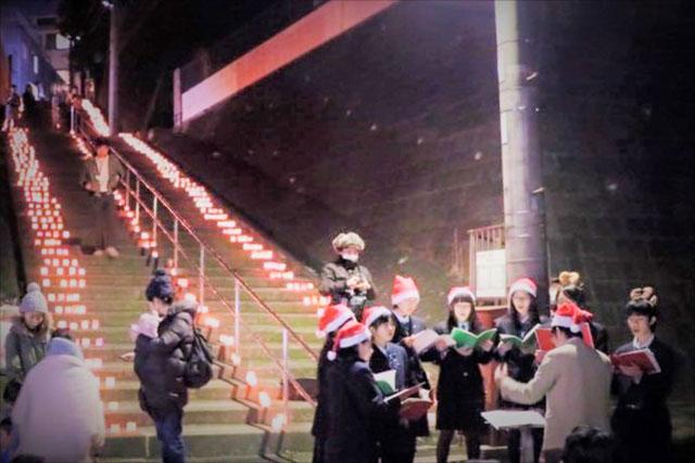 毎年12月にこの「急坂」で行われるキャンドルナイト(写真提供CASACO)