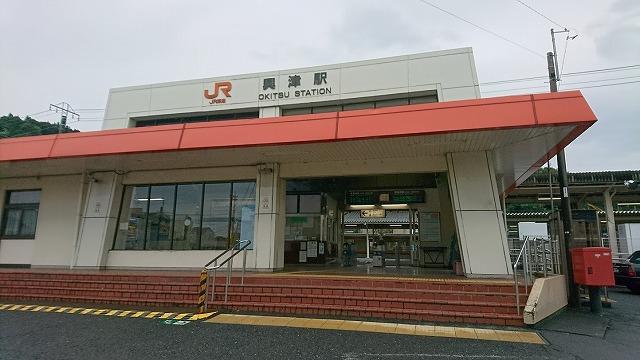 お昼どきは無人になる東海道本線・興津駅