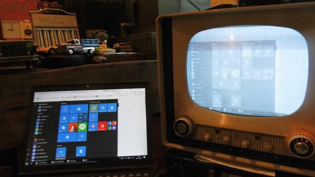 Windows10の画面が……真空管テレビに映った!